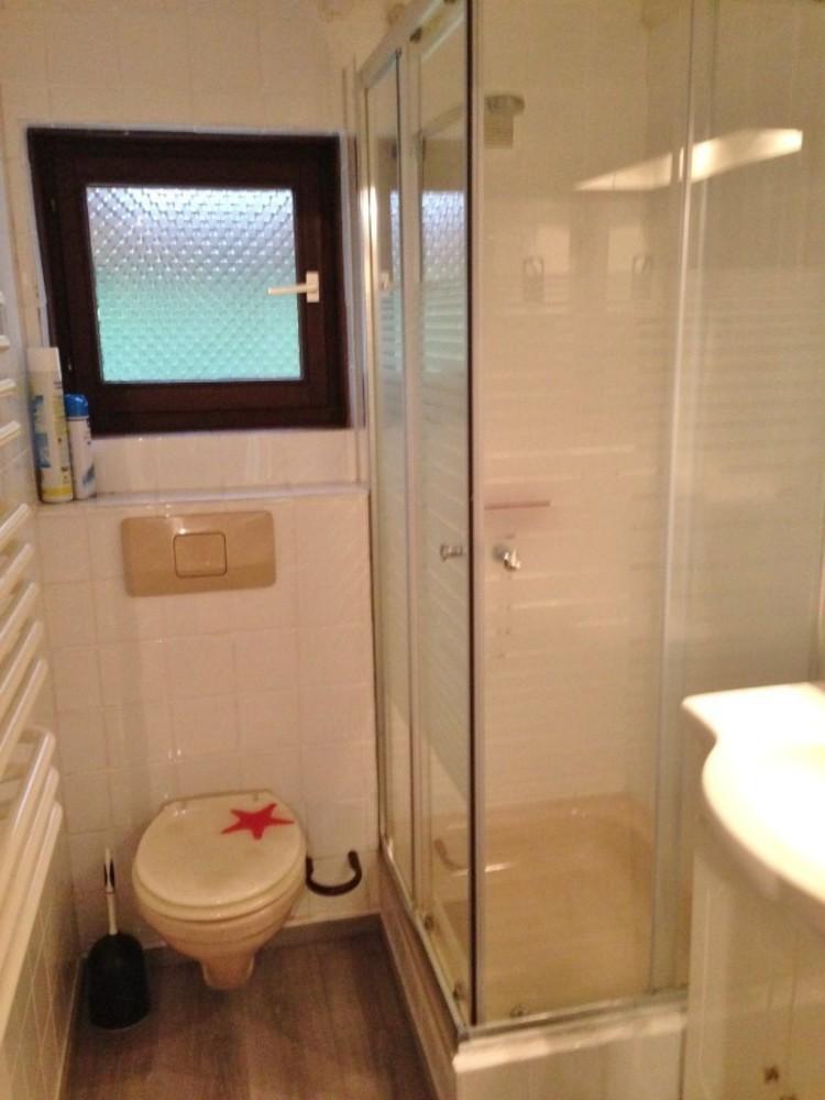 Gezocht: klusjesman voo renovatie van kleine badkamer in vakantiehuis